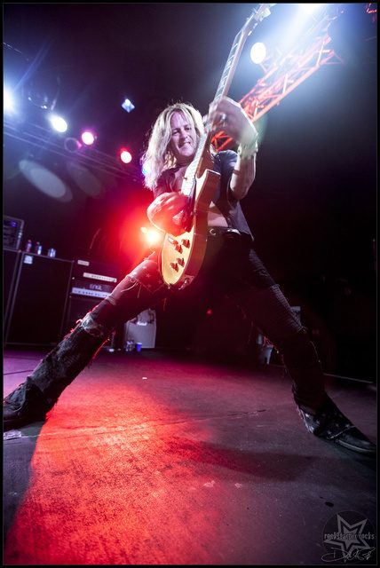 Guitar Hero Doug Aldrich Goes Wireless with Lectrosonics