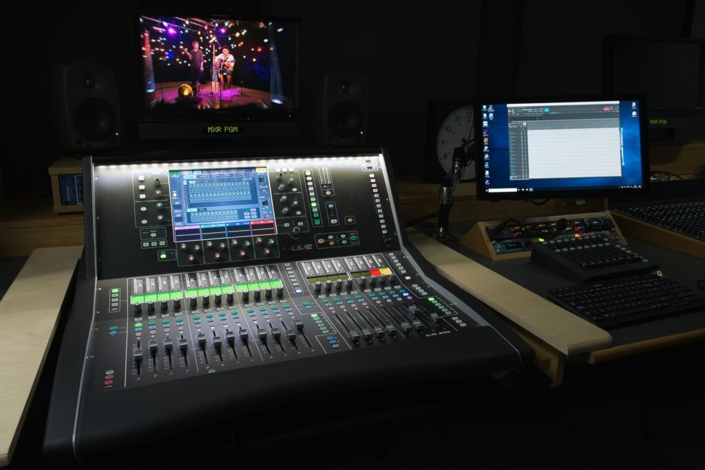 ALLEN & HEATH DLIVE IN THE SPOTLIGHT AT MIDDLESEX UNIVERSITY TV PRODUCTION STUDIOS