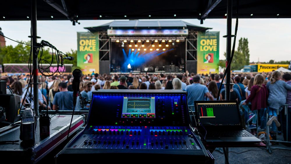 MINT LIVE SOLUTIONS ON TOUR WITH DLIVE