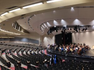 Stanford U transforms Dinkelspiel Auditorium with two d&b Soundscape systems.